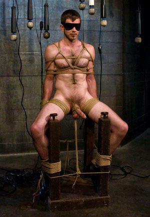 humiliation jeune homme gay débutant tel porno